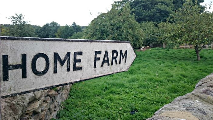 home farm sign 700