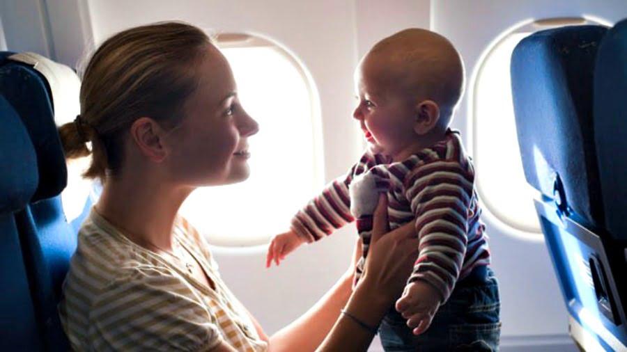 baby_on_plane_thg_120316_wg-900