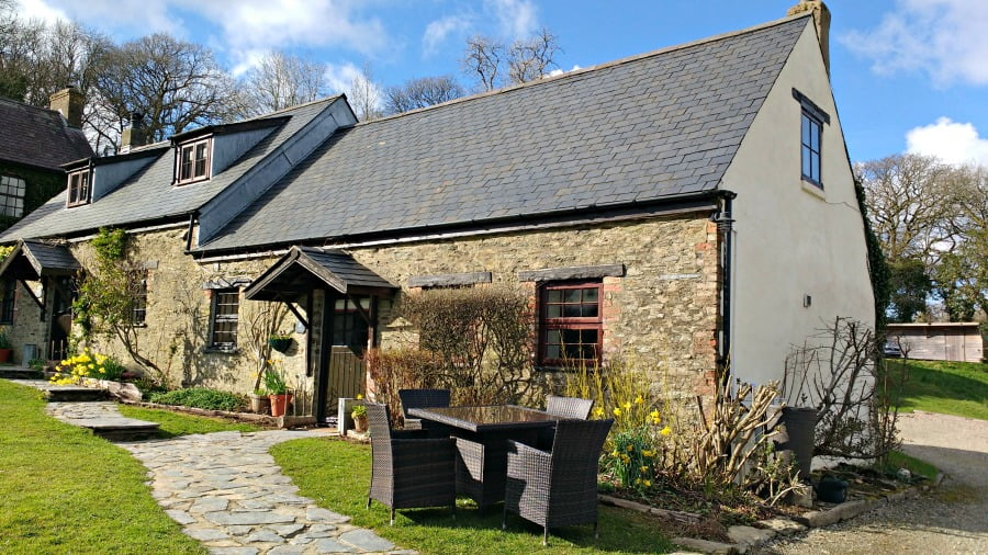 Clydey Cottages - toddler farm holiday