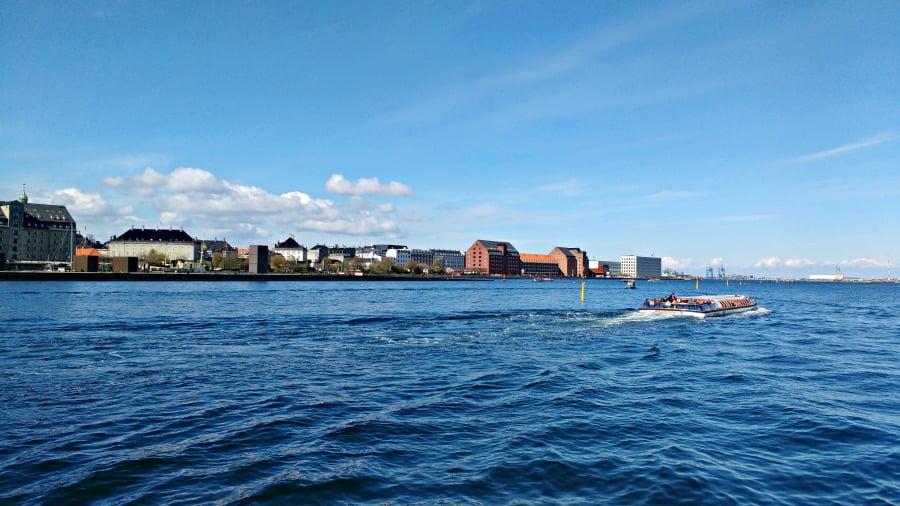 Cruising around the harbour