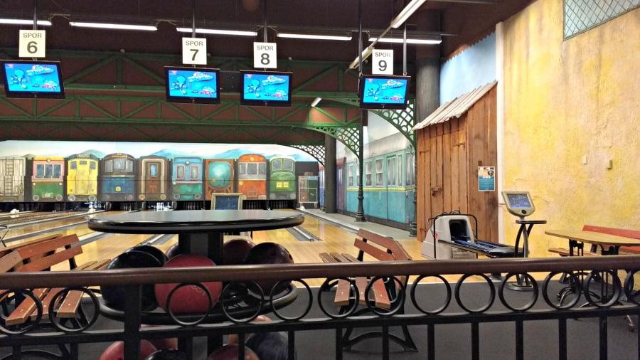 Bowling at Lalandia