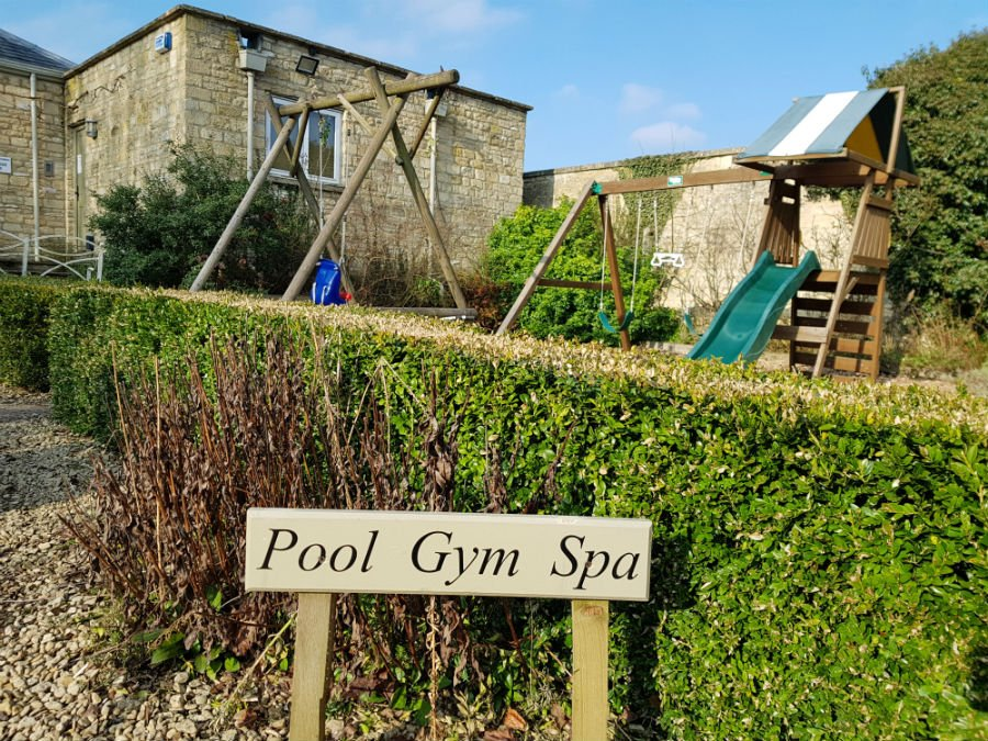 Swimming Pool and Spa at Bruern Cottages