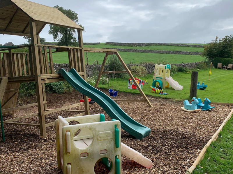 baby and toddler friendly cottages in the peak district