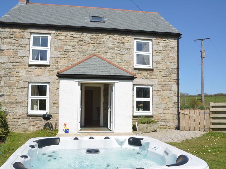baby and toddler friendly cottage on a farm in cornwall