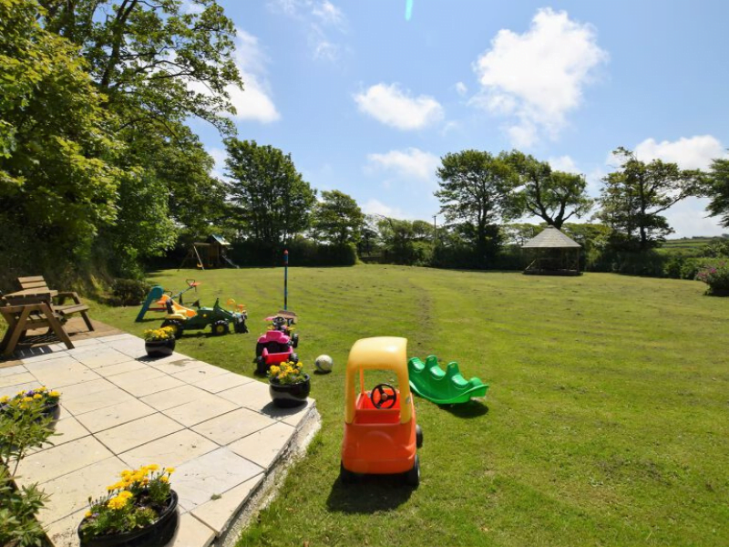 toddler friendly farm cottage cornwall