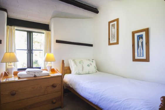 2 bedroom baby and toddler friendly cottage in devon