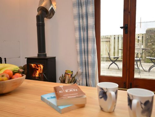 toddler friendly cottage in cornwall with a playbarn