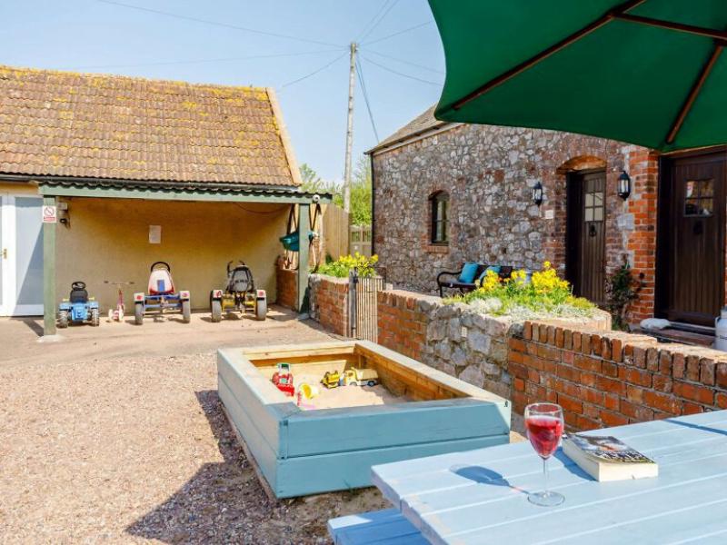 toddler friendly cottage devon with hot tub and garden